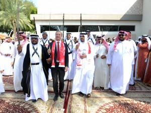 على أنغام العرضة وعبق التراث…  بوليتكنك البحرين تحتفل بالعيد الوطني وعيد الجلوس