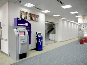 Bahrain Polytechnic installs the first ATM Machine on Campus