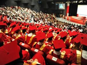 البوليتكنك تدعو خريجي العام 2016 – 2017 لحضور بروفات حفل التخرج